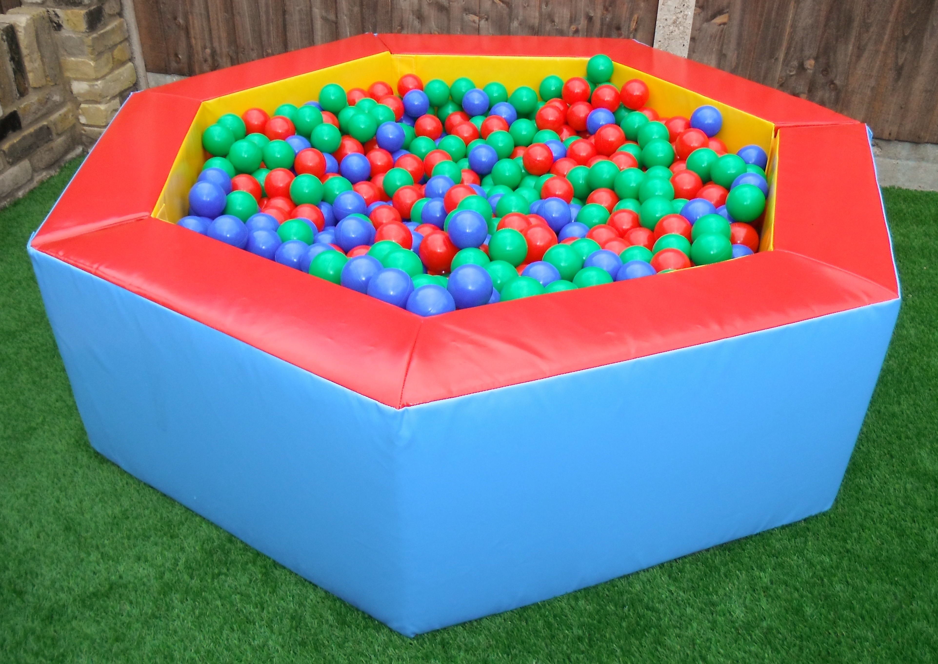 Our large ball pond is 7ft wide and holds 1000 balls!